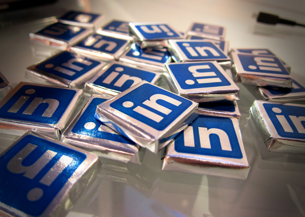 8 Ways to Use LinkedIn for Event Marketing (Without Paying For Ads)